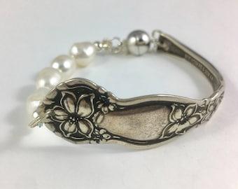 Cutlery Jewelry, Silverware Bracelet, Fork Bracelet, , Spoon Jewelry, Spoon Bracelet, Wife Gift, Silver Spoon Bracelet, Spoon and Pearl
