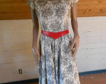 Awesome 50's Cotton Swing Dress/White-Gray Paisley 50's Dress - Size Small