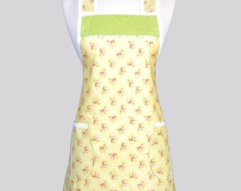 SALE Retro Chef Womans Apron , Soft Yellow Cottage Floral Vintage Inspired Old Fashioned Kitchen Cooking Apron with Pockets
