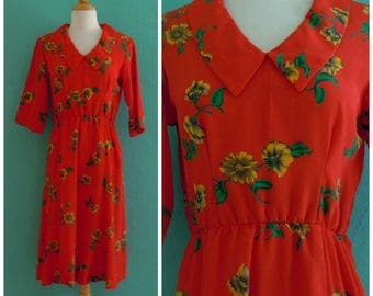60's print red daisy dress // red floral peter pan collar dress with pockets ~ small medium