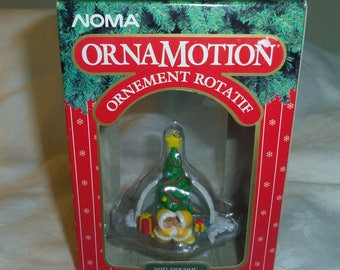 NOMA Ornamotion Tree Ornament (Rotating) Igloo, Tree and Inuit COZY CHRISTMAS