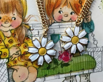 Twins Necklaces, Sarah coventry Necklaces, Daisy Necklace, Daisies necklaces, Vintage Necklace Enameled Daisy, Girl, Gift For Twins, #G114