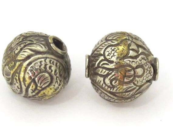2 Beads set -  Large Size 22 mm Tibetan brass silver repousse dragon carving bead from Nepal -  BD912s