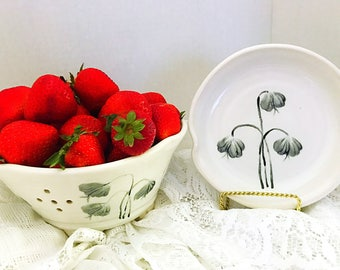 Berry bowl, colander, made out of porcelain , ceramic berry bowl, colander, white with black white flowers, berry bowl seperate catch plate
