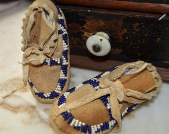 Antique Vintage Baby Children Beaded Indian Leather Moccacins