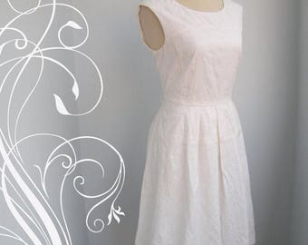 ON SALE Beautiful Brocade Off White Dress Bust 36 Wast 28