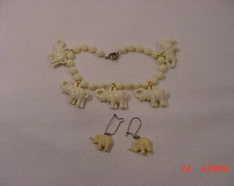 Vintage Plastic Elephants Bracelet & Elephant Earrings  18 - 190