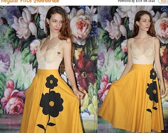 On SALE 35% Off - Mustard Cotton 1940s Black Sunflower Novelty Print Vintage 40s Circle Skirt - 40s Circle Skirts - 40s Clothing - WV0407