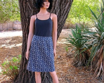 MINT Eddie Bauer Cotton Preppy Calico Print Skirt Navy and Off White Size 6 Perfect for Spring and Summer