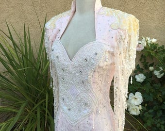 25% OFF SALE 1970s 1980s pink lace high collar sweetheart neckline bridal wedding beaded dress size xs