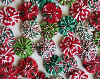 40 Assorted Christmas Prints 1 inch Miniature Fabric Yo Yos Applique Quilt Pieces Scrapbooking Embellishments