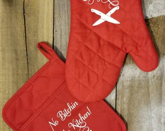 Oven Mitt and Pot Holder Christmas item for moms and any relatives