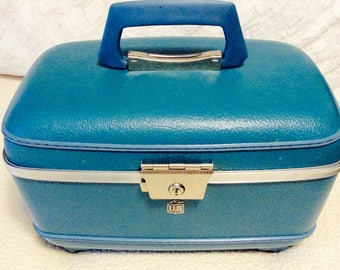 Vintage TRAIN CASE Teal Blue by USA Luggage 1950s Travel Makeup Cosmetic Luggage Carry On Storage Case