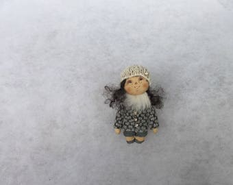 Primitive doll brooch,textile doll brooch,cloth doll,cloth doll brooch,miniature doll brooch,ooak doll brooch