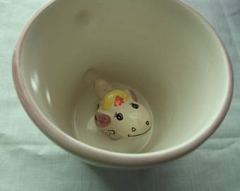 Surprise Mug with the CUTEST Sheep looking up at you - excellent condition