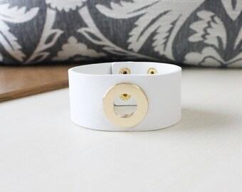 O Ring Gold Metal Bold Bracelet(White)