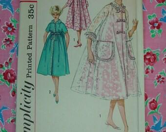Vintage Pattern c.1960's Simplicity No.2747 Housecoat,Duster Size 12 Uncut