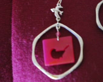 bird, earrings, plastic, metal, mod, pink ,bluebird, circle, bird, shape, square, handmade, jewelry, dangle, chandeliar, edie sedgewick, mod
