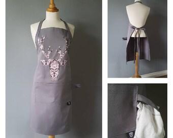Tablier pour femme / Silhouette de chevreuil gris et rose / Polyester et coton gris /  Apron for women / Deer head / Pink and gray