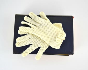 Vintage Childs or Small Adult Ivory Dainty Knit Wrist Length Gloves