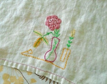 Vintage Tea Towel / Flower Vase / Hand Applique / Hand Embroidery / Cotton Towel / Kitchen Towel / Rosy Pink / Bloomin Flowers . Tea Party