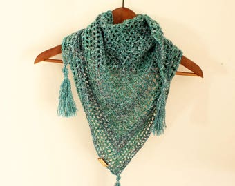 Blue crochet scarf, Triangle crochet scarf, Triagle Shawlette, Boho crochet scarf, Blue neck warmer, Mermaid crochet shawl,Blue crochet cowl