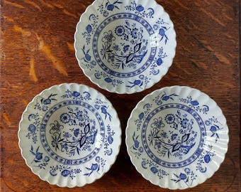 English Staffordshire bowls, Blue Nordic, J and G Meakin, English ironstone, cereal bowls, vintage blue transferware bowls, blue onion bowls