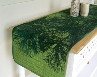 Quilted Marimekko table runner • North woods cabin • Green pine tree • Scandinavian • Marimekko Manty • Green quilted table runner • Finnish