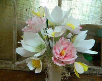Rose and Magnolia bouquet - Sweet ceramic vase - Paper flower bouquet - Get well, birthdays, parties