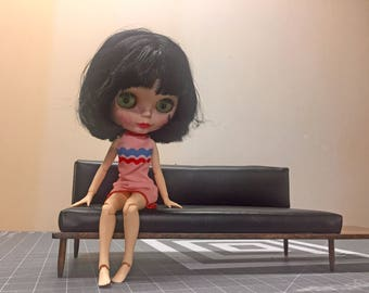 1:6 Scale Modern or Mid Century Leather Sofa/ Couch with floating side table for bjd Barbie Blythe Momoko Action Figures