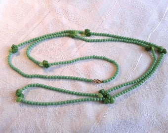 Art Deco Flapper Necklace in Green Glass with Flowers.