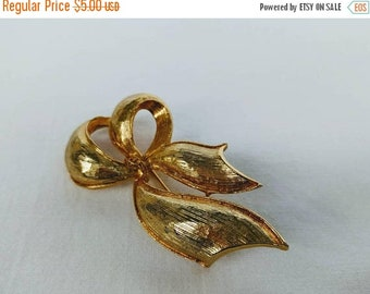 Spring SALE 20% OFF Vintage Goldtone Ribbon glossy bow brooch...pin/scarf pin