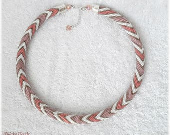 Clasic pink and white pastel zigzags seed bead necklace elegant accessory handmade geometric zigzag pattern