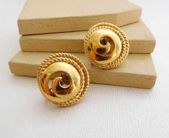 Vintage Trifari Modernist Yellow Gold Tone Swirled Dome Clip On Earrings C47