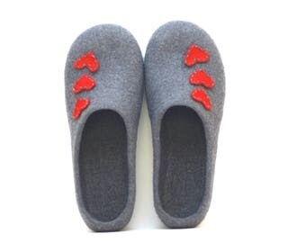 Women house shoes grey with red hearts - felted wool slippers - Mothers day gift - gift for her - slippers with hearts - wool clogs shoes