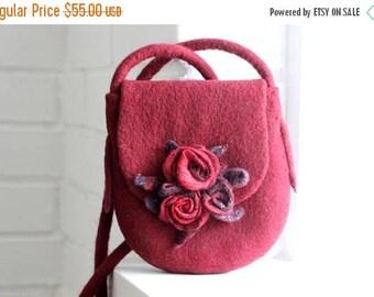 Felt handbag, dark red felted bag with roses, bridesmade purse, messenger bag, shoulder bag, cross body hobo bag, felted handbag, woman gift