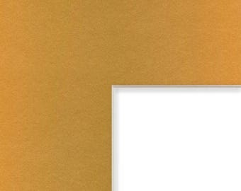 8x10 Inch Mat, 2.5x3.5 Inch Single Opening Image, Gold with Cream Core (B557008102535)