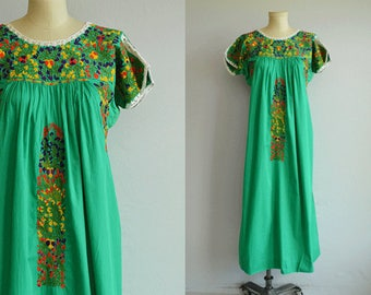 Vintage 1970s Embroidered Mexican Dress /  Hand Embroidered Oaxacan Boho Festival Maxi Dress / Caftan Made in Mexico
