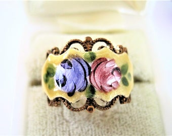 Yellow Guilloche Ring, Cigar Band, Blue Pink Roses, Gold Tone Band, Size 7