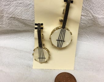 pair of vintage banjo brooches