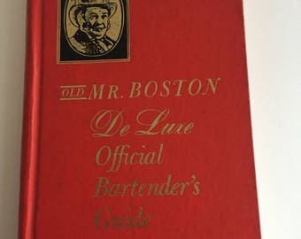 Vintage 1969 Old Mr. Boston De Luxe Official Bartenders Guide