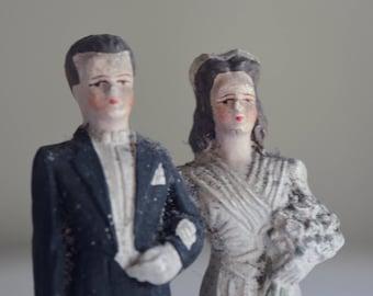 Joli couple ancien en plâtre pour gâteau de mariés