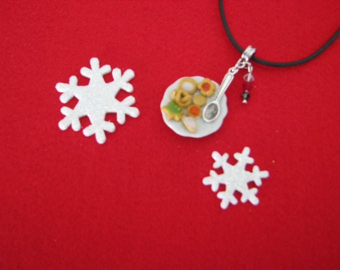 REF 165 Christmas cookies plate necklace