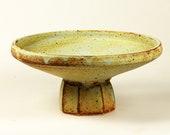 Ceramic faceted foot pedestal plate