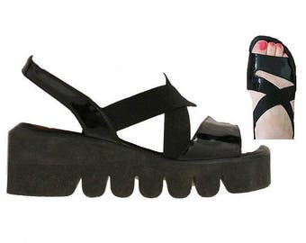 1990 SANDALS platforms us7 made in italy  ogetti by carl scarpa black patent leather