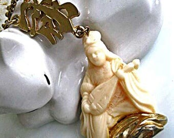 Oriental Woman Pendant, Vintage Hobe Necklace, Seated Musician with Lute, Cream Molded Resin Figure,  Golden Chinese Symbol, Zen Pendant