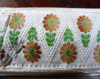 STRIPE COTTON EMBROIDERED FLOWERS