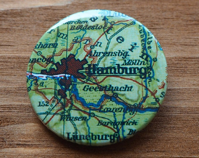 Pinback Button, HAMBURG, Ø 1.5 Inch Badge, Atlas, Travel, vintage, fun, typography, whimsical