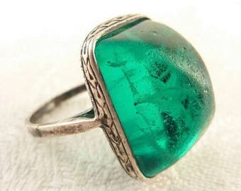 Art Deco Glass Sugaloaf Emerald, Art Deco Ring
