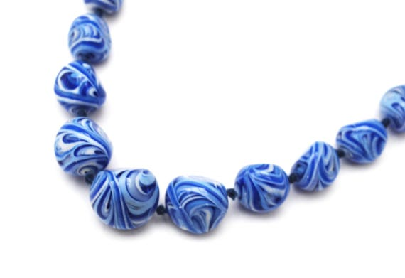 Blue white  Bead necklace - graduated Art Glass beads   - Vintage necklace